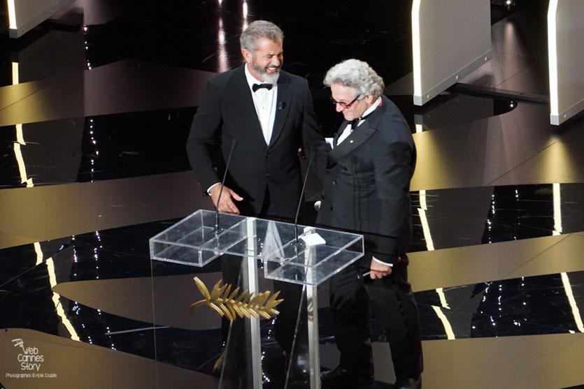 Mel Gibson et George Miller s'apprêtant à remettre la Palme d'Or - Festival de Cannes 2016 - Photo © Anik Couble