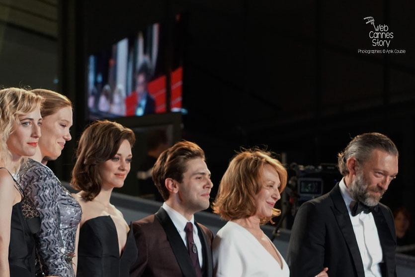 Xavier Dolan, entouré de Nathalie Baye, Vincent Cassel,  Marion Cotillard et Lea Seydoux - Festival de Cannes 2016 - Photo © Anik Couble