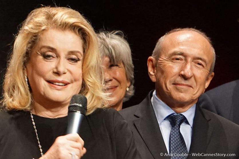 Catherine Deneuve et Gérard Collomb - Cérémonie de remise du Prix Lumière - Amphitheâtre 3000 - Lyon - Oct 2016  - Photo © Anik Couble