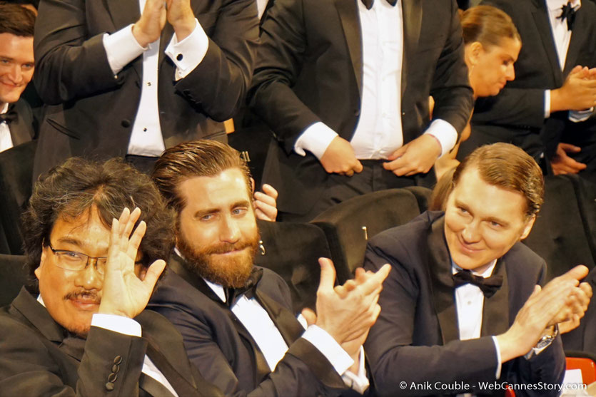 Bong Joon Ho, Jake Gyllenhaal et Paul Dano, lors de la projection du film Okja, de Bong Joon Ho - Festival de Cannes 2017 - Photo © Anik Couble