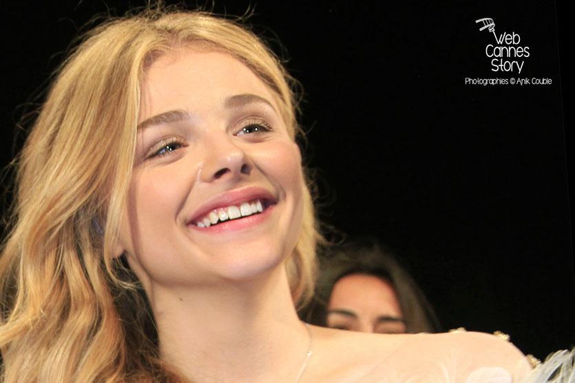 Chloë Moretz, lors de la présentation du film «Sils Maria» d'Olivier Assayas - Festival de Cannes 2014 - Photo © Anik COUBLE