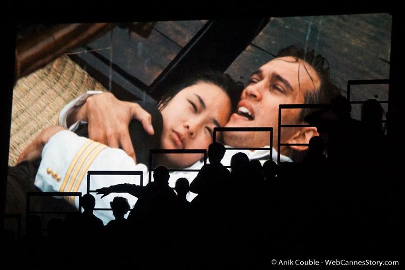 Le public en ombres chinoises, sur l'ecran,  lors de la cérémonie de Clôture du Festival Lumière 2016  - Halle Tony Garnier de Lyon - Photo © Anik Couble