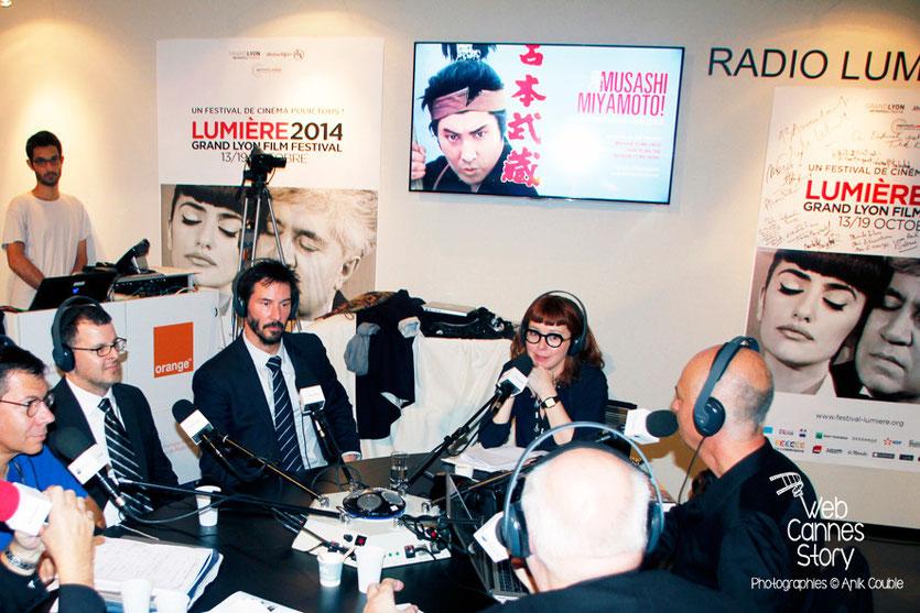 Keanu Reeves et Chris Kenneally, réalisateur du documentaire «Side by Side» co-signé par Keanu Reeves, invités de Radio Lumière - Festival Lumière - Lyon - Octobre 2014 - Photo © Anik COUBLE