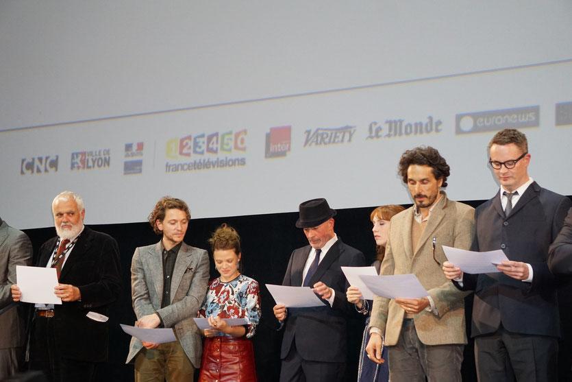 """Les invités sur scène, déclarant le festival """" ouvert """", lors de la cérémonie d'ouverture du Festival Lumière 2015 - Lyon - Photo © Anik COUBLE"""