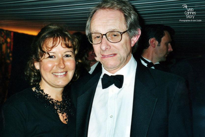 Anik Couble, en compagnie de Ken Loach, lors d'une soirée - Festival de Cannes 2000 - Photo © Anik Couble