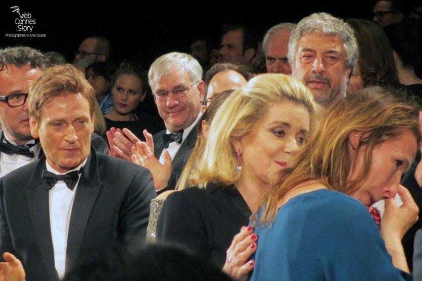 Benoît Magimel, Catherine Deneuve, Emmanuelle Bercot, lors de la projection du film La Tête Haute, présenté en ouverture du Festival de Cannes 2015 - Photo © Raymond Haïk