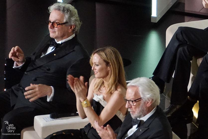 George Miller, Président du Jury, entouré de Vanessa Paradis et Donald Sutherland - Festival de Cannes 2016 - Photo © Anik Couble