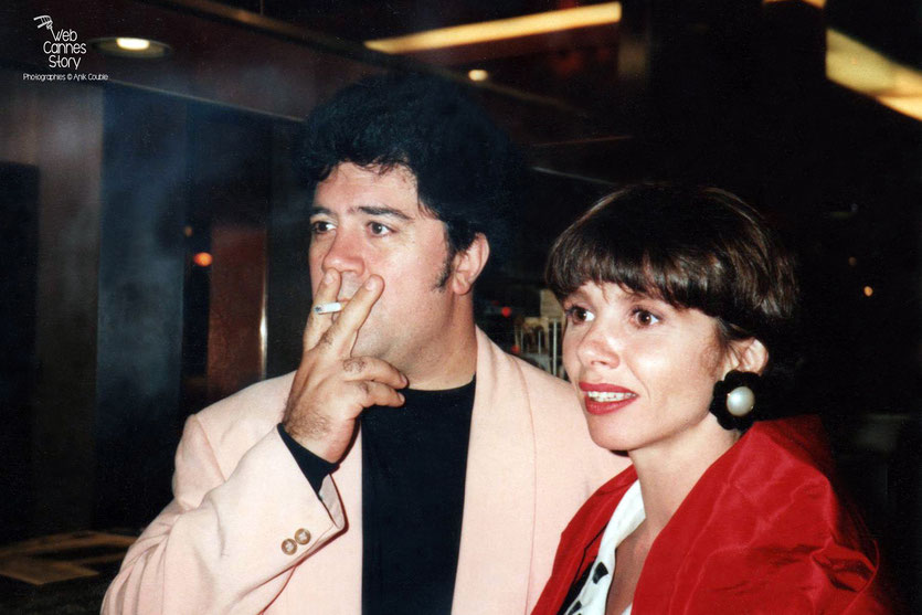 Pedro Almodovar et  Victoria Abril - Festival de Cannes  - 1992 - Photo © Anik Couble
