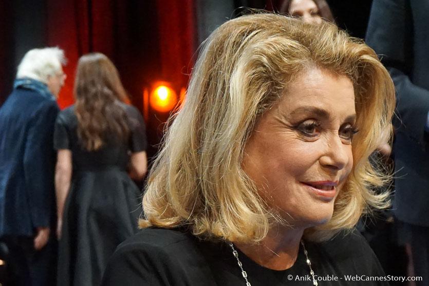 Catherine Deneuve, lors de la cérémonie de remise du Prix Lumière - Festival Lumière - Amphitheâtre 3000 - Lyon - Oct 2016  - Photo © Anik Couble