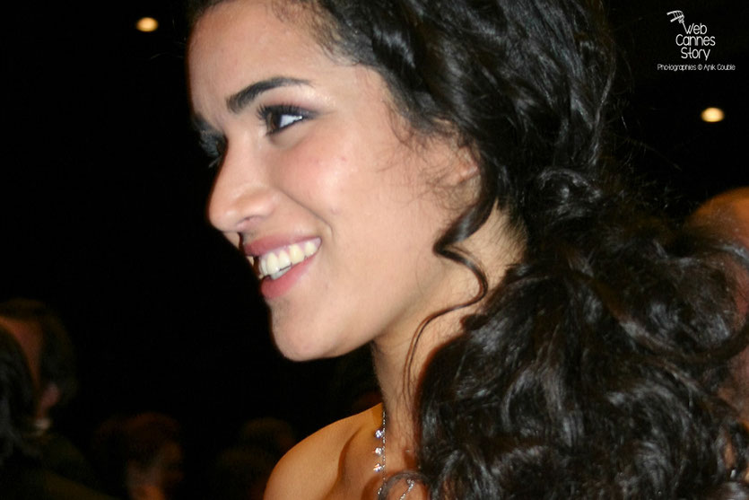 """Sabrina Ouazani, lors de la projection du film """"Des hommes et de dieux """" de Xavier Beauvois - Festival de Cannes 2010 - Photo © Anik Couble"""