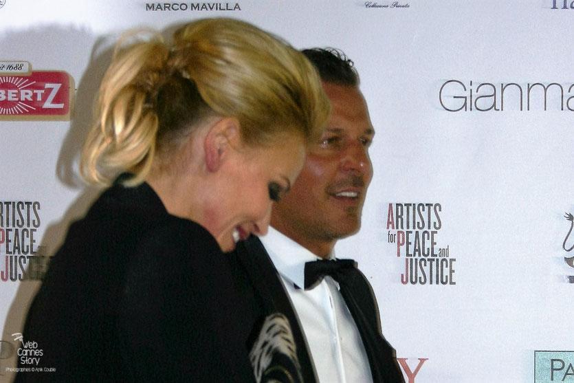 """Jean-Roch, accueillant ses invités lors de la soirée caritative au profit d'Haïti """"Artists pour Peace and Justice"""" au Vip Room - Festival de Cannes 2010 - Photo © Anik Couble"""