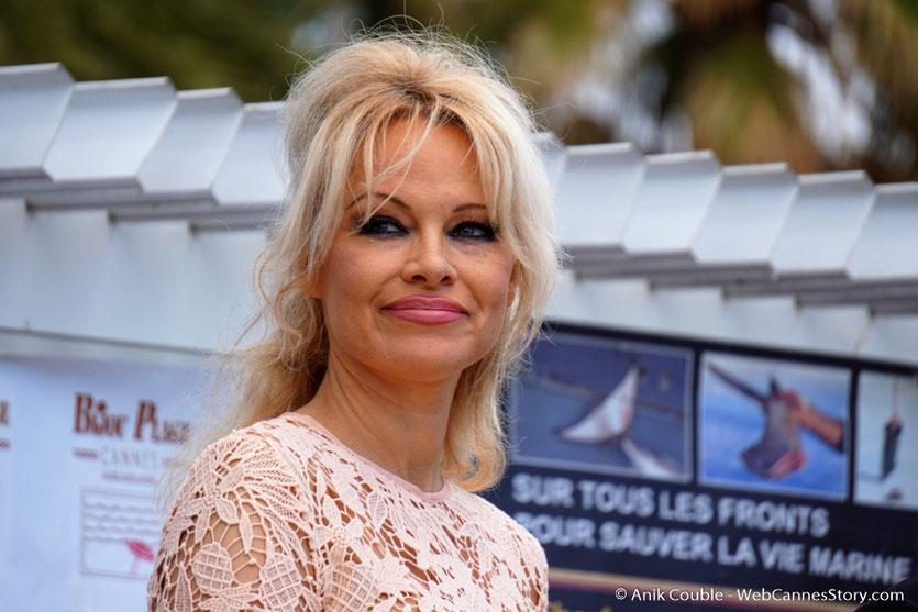 Pamela Anderson, lors de la Conférence de Presse de l'Association Sea Shepherd, en marge du  Festival de Cannes 2016 - Photo © Anik Couble