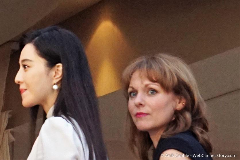 """Fan Bingbing et Maren Ade, membres du Jury, à la terrasse de """"La Palme d'Or"""", le restaurant de l'Hôtel Martinez, pour le traditionnel dîner du Jury - Festival de Cannes 2017 - Photo © Anik Couble"""