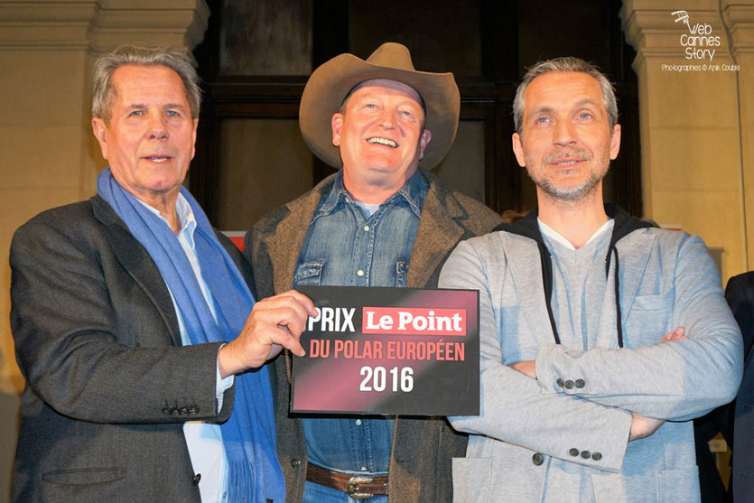 "Jean-Louis Debré, Craig Johnson  et Olivier Norek,  lauréat du prix ""Le point"" du Polar Européen - Quais du Polar 2016 - Lyon - Photo © Anik Couble"