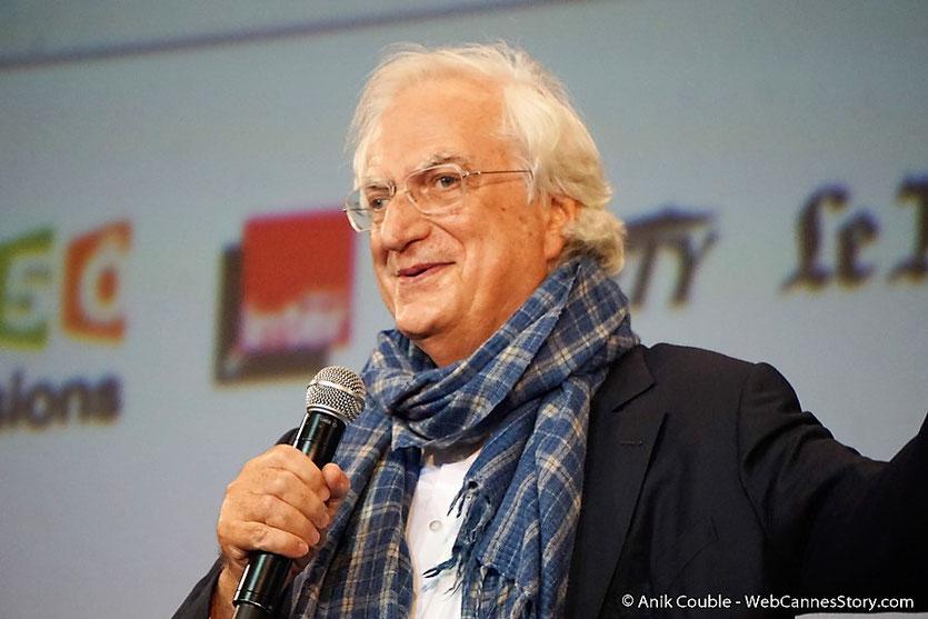 Bertrand Tavernier,  sur la scène de la Halle Tony Garnier - Cérémonie d'ouverture - Festival Lumière 2016 - Lyon - Photo © Anik Couble