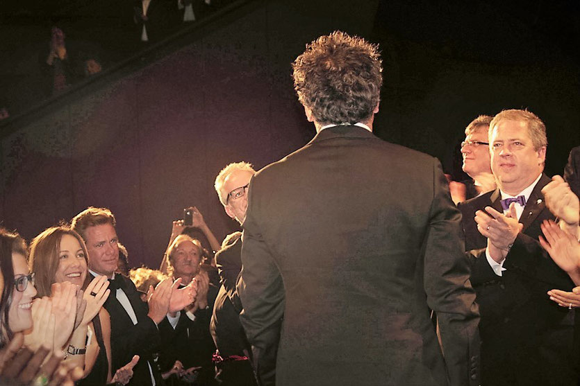 "Standing ovation, lors de la projection du film ""The Sapphires""  de Wayne Blair - Festival de Cannes 2012 -  Photo © Anik Couble"