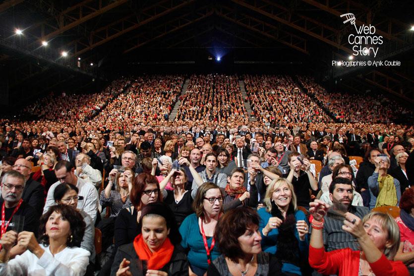 Le public venu nombreux, pour l'hommage à Jean-Paul Belmondo - Festival Lumière - Lyon - Oct 2013 - Photo © Anik COUBLE