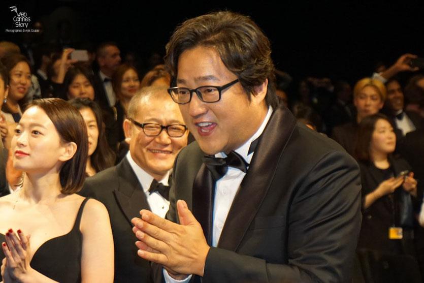 """Kwak Do Won, Jun Kunimur et Chun Woo Hee, lors de la projection du  film """"Goksung"""" (The Strangers) de Na Hong Jin  - Festival de Cannes 2016 - Photo © Anik Couble"""