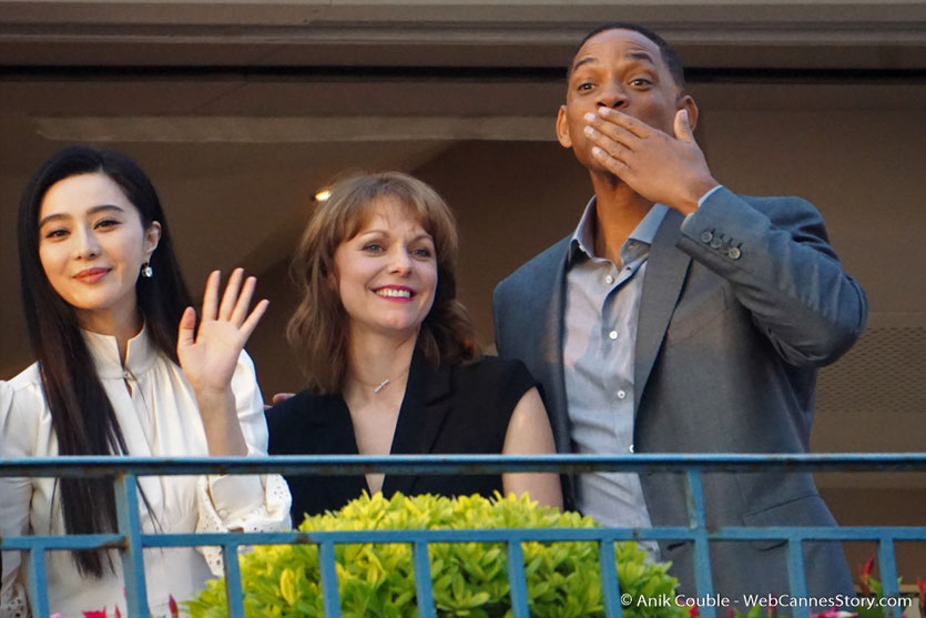 "Fan Bingbing, Maren Ade et Will Smith, membres du Jury, à la terrasse de ""La Palme d'Or"", le restaurant de l'Hôtel Martinez, pour le traditionnel dîner du Jury - Festival de Cannes 2017 - Photo © Anik Couble"