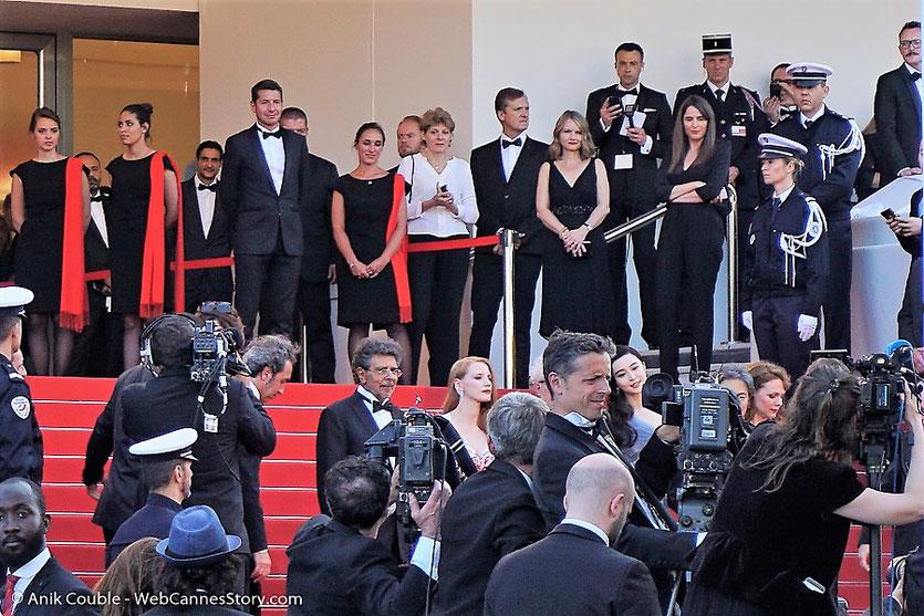 Le Jury, sur les marches, pour assister à la cérémonie de clôture du 70eme Festival de Cannes - Festival de Cannes 2017 - Photo © Anik Couble