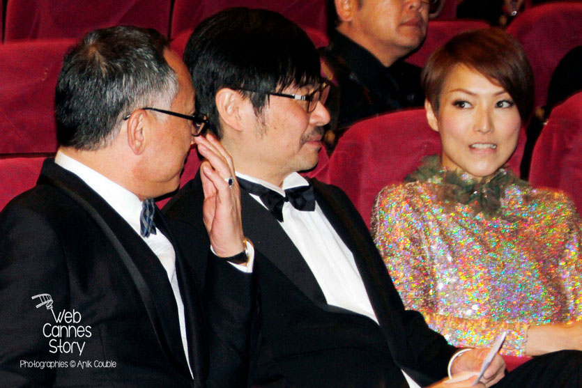 "Johnnie To et son actrice Sammi Cheng, lors de la projection de son film ""Blind Detective"" - Festival de Cannes 2013 - Photo © Anik COUBLE"