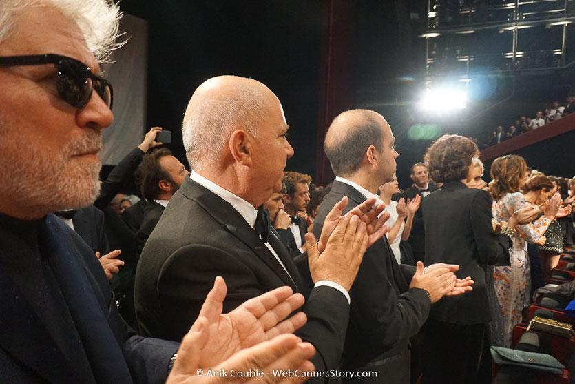 Pedro Almodovar et son frère Agustin Almodovar, lors de la projection du film, Les Filles du soleil (Girls of the sun) d'Eva Husson, présenté en sélection officielle, lors du Festival de Cannes 2018 - Photo © Anik Couble