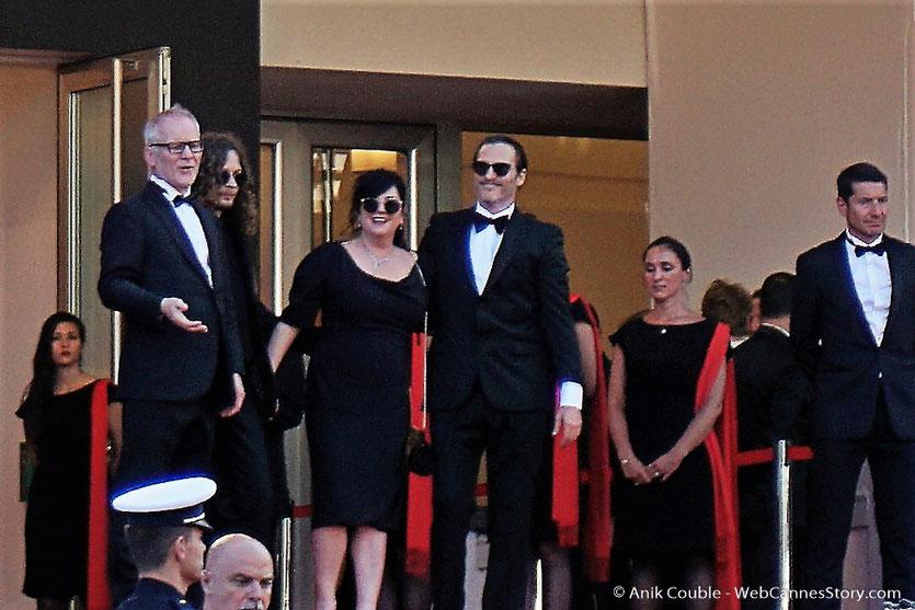 Joaquin Phoenix, Lynne Ramsay, Thierry Frémaux et David Lisnard, Maire de Cannes, en haut des marches, pour assister à la cérémonie de clôture du 70eme Festival de Cannes - Festival de Cannes 2017 - Photo © Anik Couble