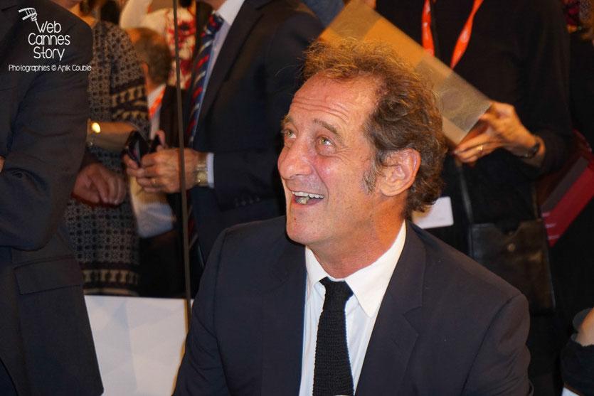 Vincent Lindon, étonné et amusé lors de la prestation surprise de Daniel Auteuil, lors du diner d'ouverture du Festival Lumière 2015 - Lyon - Photo © Anik COUBLE