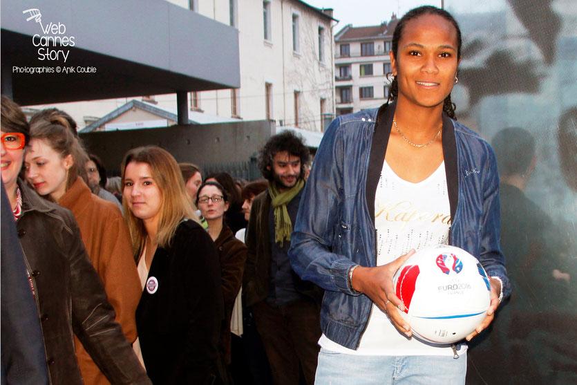 """Tournage du remake de """" Sortie d'Usine """" à l' Institut Lumière, pour célébrer les 120 ans du Cinéma, ici, la talentueuse footballeuse Wendie Renard, capitaine de l'équipe de France et de L'OL - Lyon - 19 mars 2015 - Photo © Anik COUBLE"""