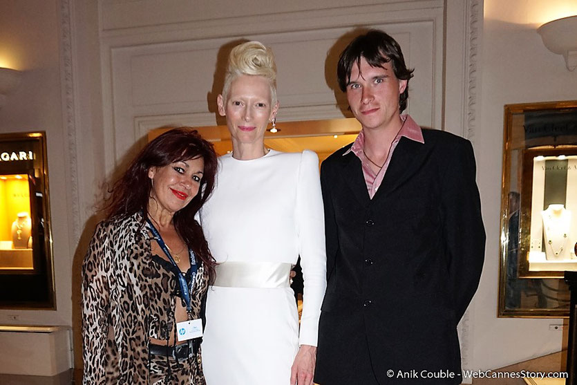Esmeralda Petit Benito en compagnie de Tilda Swinton et Garry, à l'issue de la projection du film Okja de Bong Joon Ho- Festival de Cannes 2017 - Photo © Anik Couble