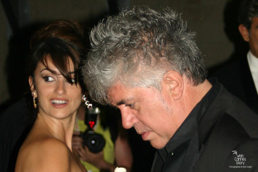 Pedro Almodovar en compagnie de Penelope Cruz - Festival de Cannes - 2006 - Photo © Anik Couble