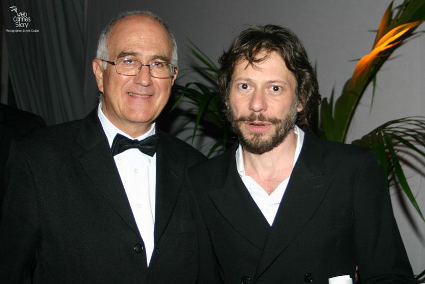 Mathieu Amalric, Prix de la mise en scène et Raymond Haïk, lors de la soirée de Clôture - Festival de Cannes 2010 - Photo © Anik Couble