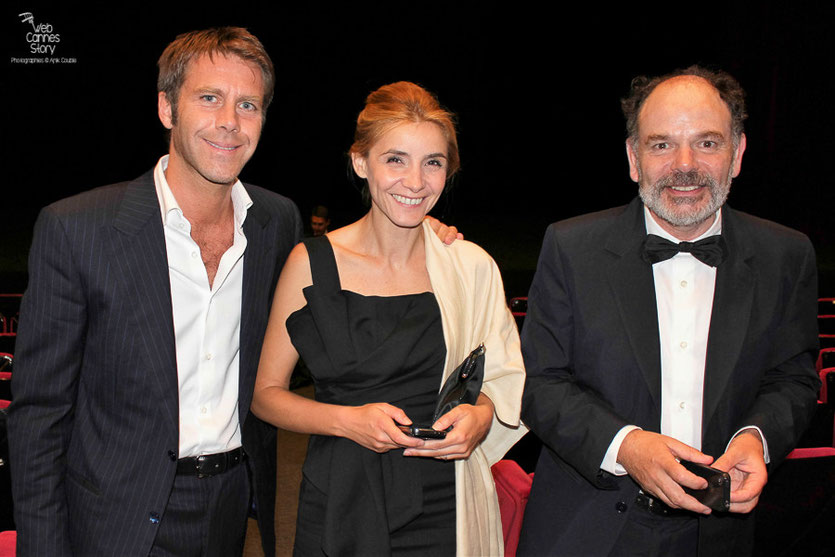 "Clotilde Courau, actrice et princesse de Savoie et son époux Emmanuel-Philibert de Savoie et Jean-Pierre Darroussin, dans le public, lors de la projection du film "" l'Apollonide "" de Bertrand Bonello - Festival de Cannes 2011 - Photo © Anik Couble"
