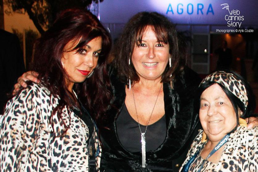 Pascaline Benito et Esméralda Petit-Benito, les célèbres femmes panthères, en compagnie d'Anik Couble - Festival de Cannes 2015 - Photo © Anik COUBLE