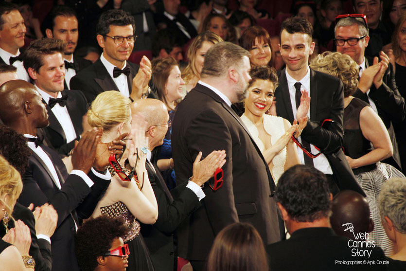 Dean DeBlois,  réalisateur de  «Dragon 2», applaudi par Cate Blanchett et Jeffrey Katzenberg, PDG de DreamWorks, lors de la projection  de son film «Dragon 2» - Festival de Cannes 2014 - Photo © Anik