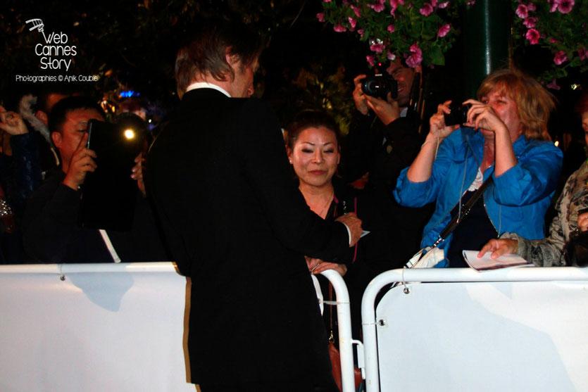 Mads MIKKELSEN, à la rencontre de ses fans - Festival de Cannes 2012 - Photo © Anik COUBLE