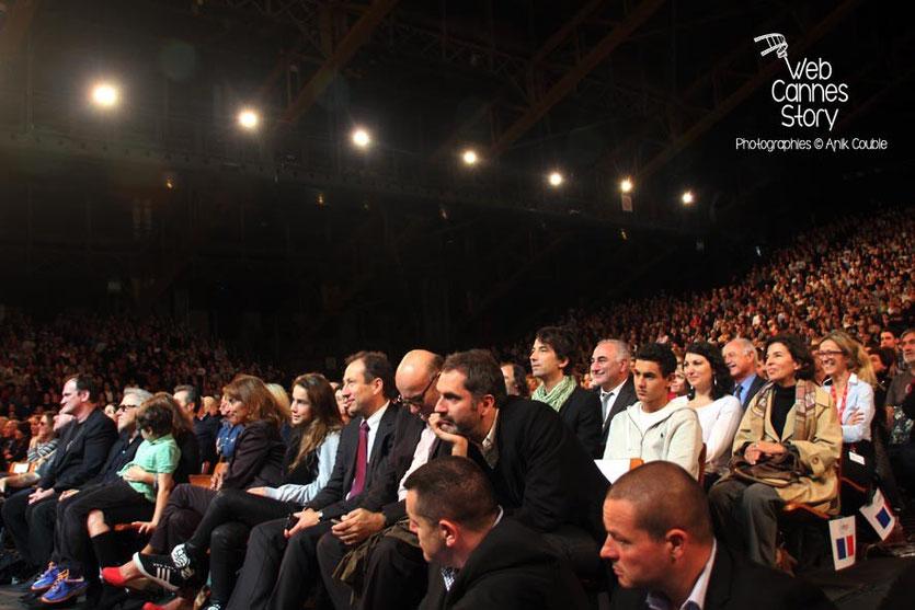 Quentin Tarantino, entouré de Tim Roth et Harvey Keitel, au milieu du public de la Halle Tony Garnier  - Clôture du Festival Lumière - Lyon - 2013 - Photo © Anik COUBLE