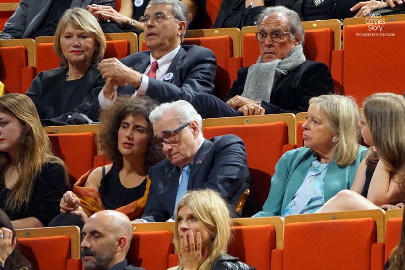 Martin Scorsese,  entouré de sa femme et sa petite fille, ainsi que de  Clémence Poesy, Gaspar Noé, Jean-Jack Queyranne et son épouse,  Remise du Prix Lumière à Martin Scorsese - Festival Lumière - Lyon - Oct 2015 - Photo © Anik COUBLE