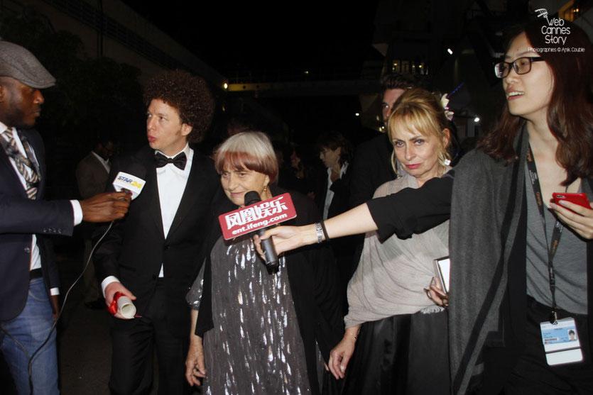 Agnès Varda, Palme d'Honneur et Michel Franco, Prix du Scénario,  au micro de Maklor pour Star 24  - Festival de Cannes 2015 - Photo © Anik Couble