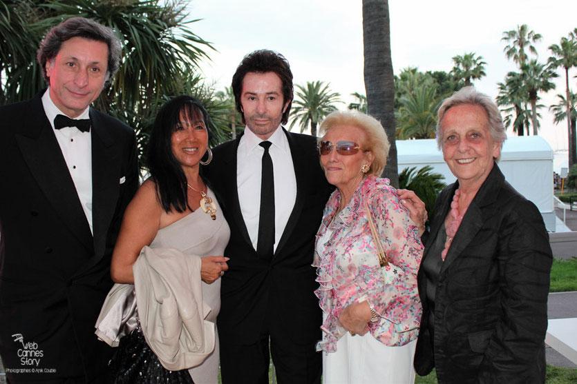 Patrick de Carolis,  Mei-Chen Chalais, Georges Chakiris et 2 amies, lors de la remise du Prix François Chalais - Festival de Cannes 2011 - Photo © Anik Couble