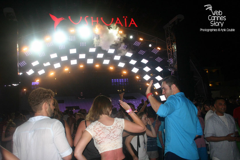 Le public d'Avicii - Ushuaïa Beach Hôtel - Ibiza - 19 juillet 2015 - Photo © Anik COUBLE
