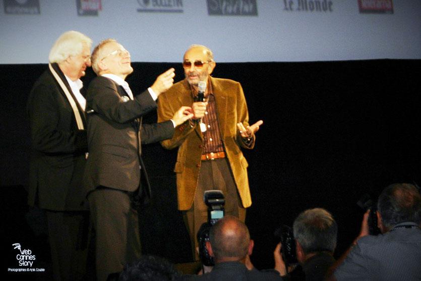 Stanley Donen, entouré de Bertrand Tavernier et Thierry Frémaux - Cérémonie d'ouverture du Festival Lumière - Lyon - Oct 2010 - Photo © Anik COUBLE