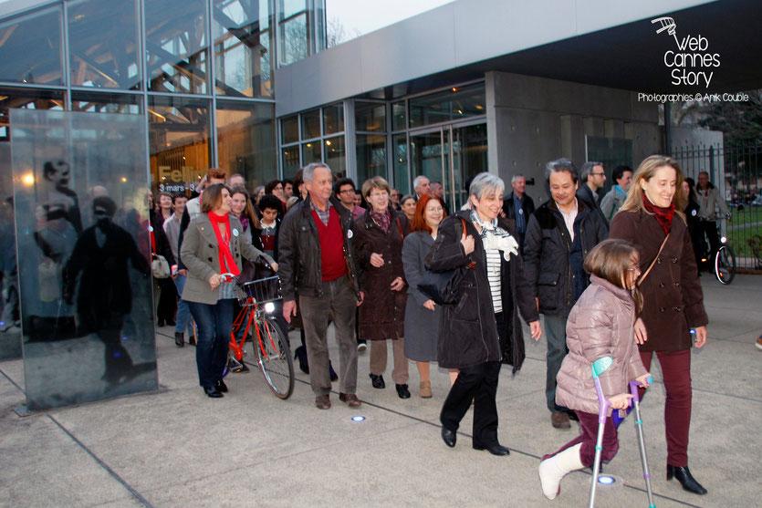 """Tournage du remake de """" Sortie d'Usine """" à l' Institut Lumière, pour célébrer les 120 ans du Cinéma - Lyon - 19 mars 2015 - Photo © Anik COUBLE"""