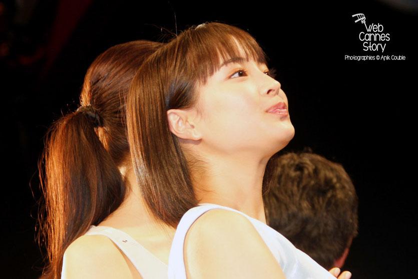 """Suzu Hirose, lors la projection du film """" Notre petite soeur """" de Hirokazu KORE-EDA - Festival de Cannes 2015 - Photo © Anik COUBLE"""