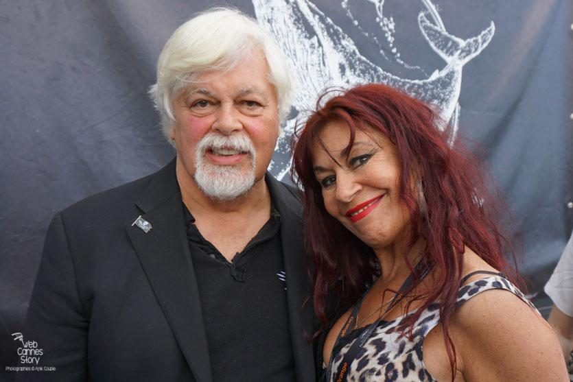 Esméralda Petit Benito et le Capitaine Paul Watson,  à l'issue de la  Conférence de Presse de l'Association Sea Shepherd, en marge du  Festival de Cannes 2016 - Photo © Anik Couble