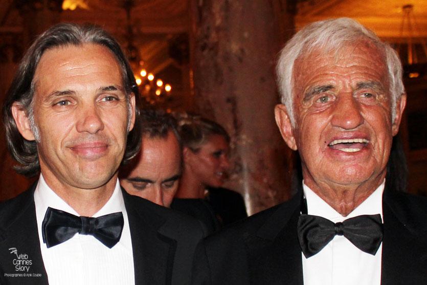 Jean-Paul Belmondo, en compagnie de son fils Paul, lors du dîner donné en son honneur, au Carlton - Festival de Cannes 2011 - Photo © Anik Couble