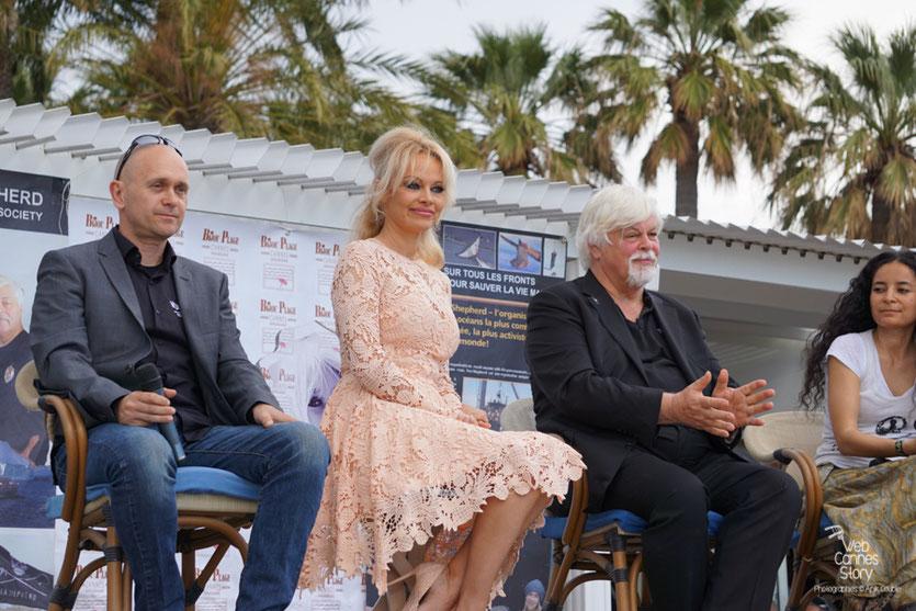 Alex Corélien, Pamela Anderson, Paul Watson et Lamya Essemlali, lors de la  Conférence de Presse de l'Association Sea Shepherd, en marge du  Festival de Cannes 2016 - Photo © Anik Couble