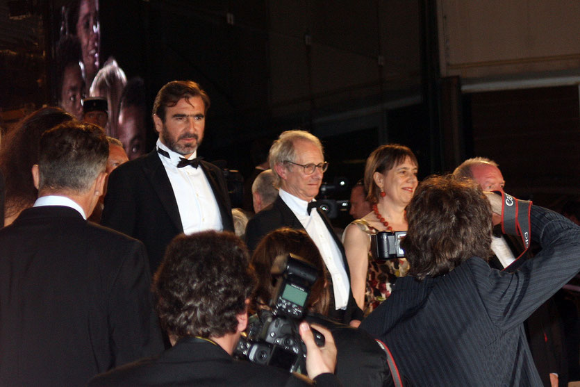 "Ken Loach et Eric Cantona , sur les marches pour la rojection de  ""Looking for Eric"" Festival de Cannes 2009 - Photo © Anik Couble"