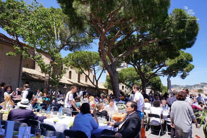 La  magnifique place de Castre, lors du déjeuner de presse - Festival de Cannes 2016 - Photo © Anik Couble