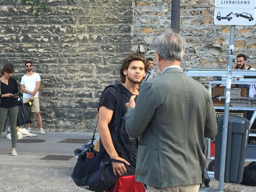 """Rayane Bensetti et Thierry Lhermitte, sur le tournage du film """"La Finale"""", réalisé par Robin Sykes - Lyon - Juillet 2017 - Photo © Anik Couble"""